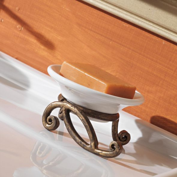 Arredo Bagno Ferro Battuto: Bagno rustico: legno ferro battuto ceramica.