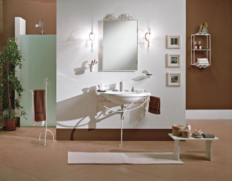 Mobili per bagno in legno e ferro battuto